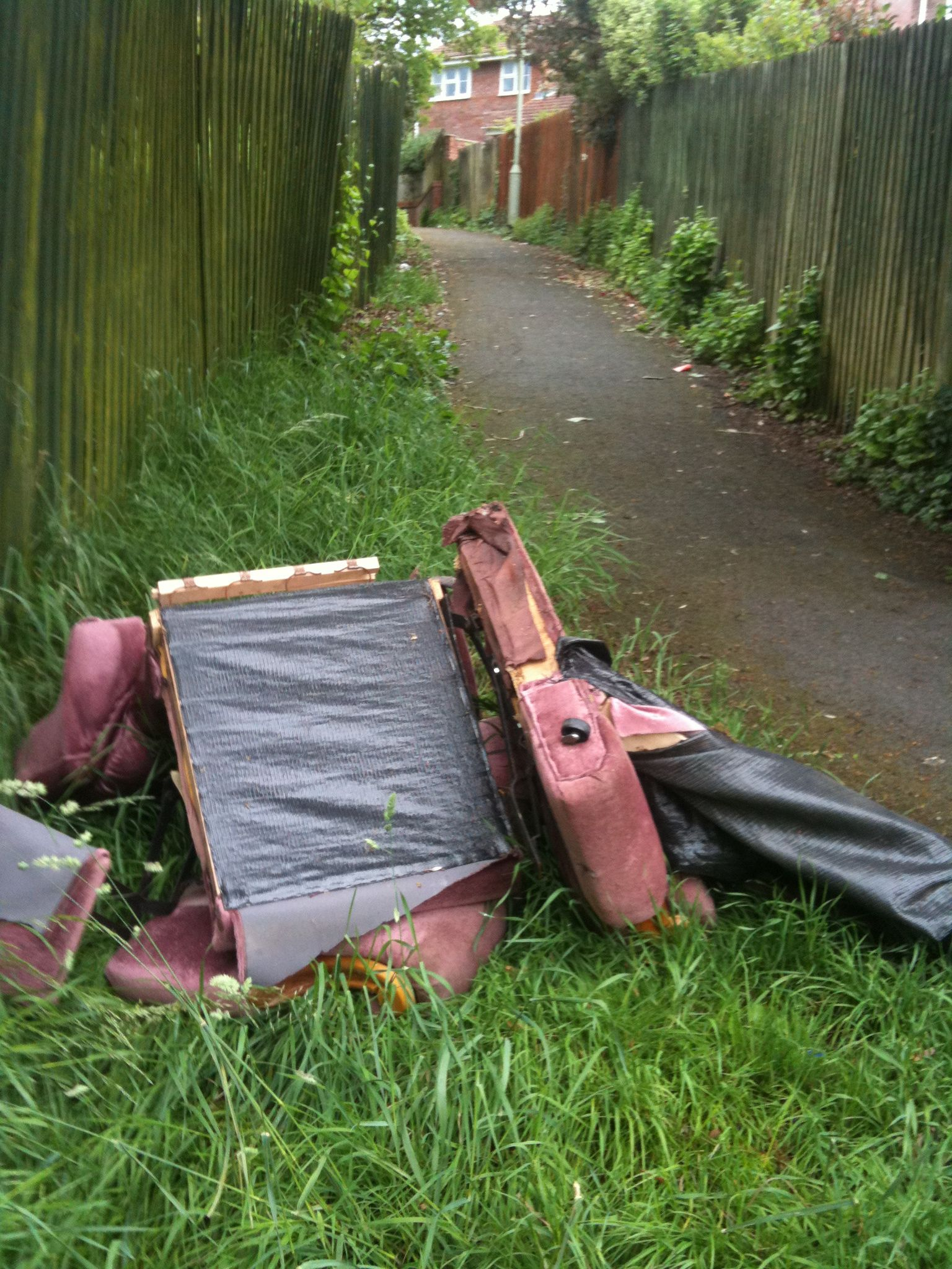 Dumped sofa at the bottom of Gronau Close